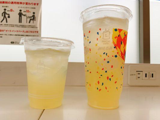 ローソンのアイスレモネード普通サイズとメガサイズ