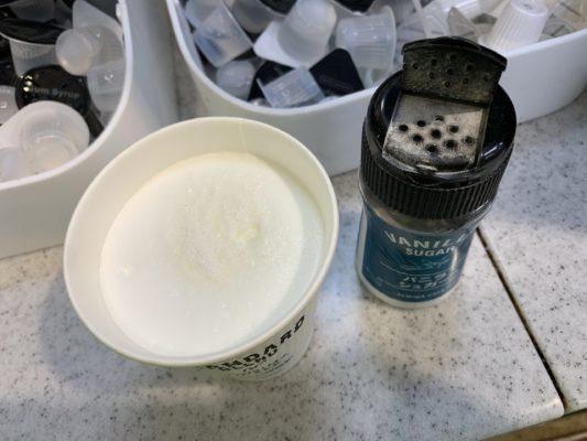 ファミマのホットミルクとバニラシュガー
