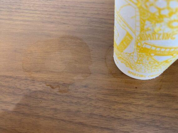 ローソンのアイスチョコチョコモーモーから落ちる水滴