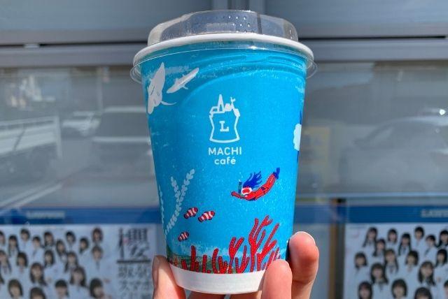 ローソンマチカフェのアイスコーヒーSサイズカップ表側