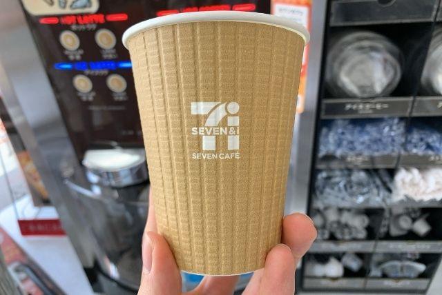 セブンイレブンのカフェラテのカップ